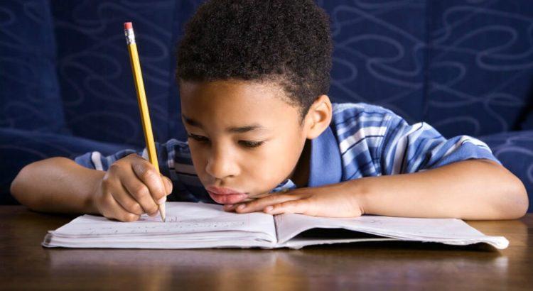 Trabalho escolar: veja 4 coisas que seu filho não pode fazer